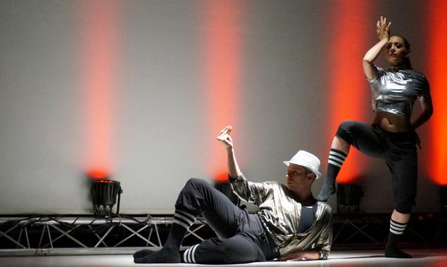 Die Tänzer des Open Air-Gala Young Tanzsommer Innsbruck zeigen Modernes und Klassisches.