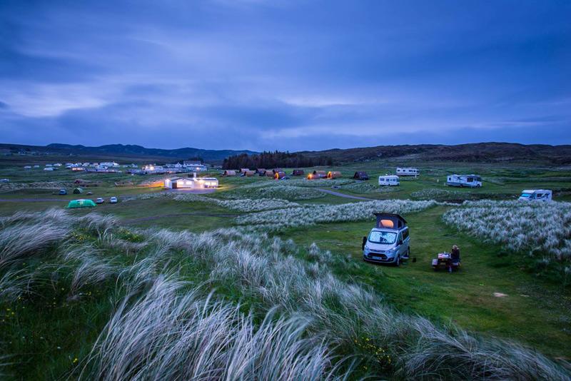 Das Campen übertraf all unsere Erwartungen, traumhafte Landschaft, genug Platz und Grillen fast bis Mitternacht.