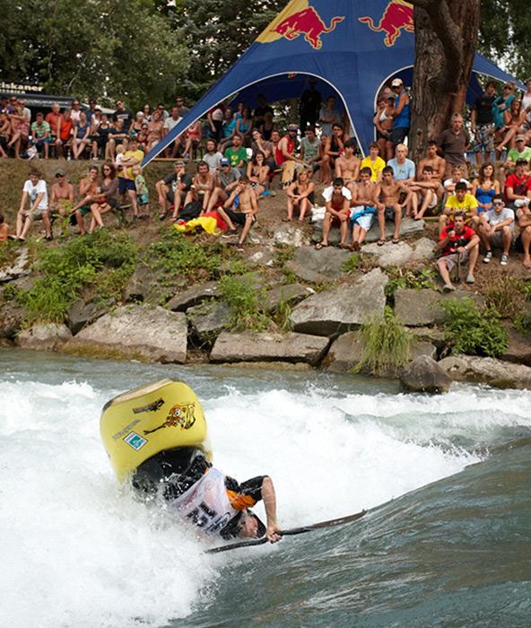 Erstmals wird es einen Abfahrtssprint geben. Doch auch der Kayak-Freestyle-Bewerb bleibt Fixpunkt auf der Drau. Fotos: Martin Lugger