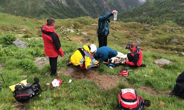 Der verletzte Bergsteiger konnte noch vor Ort erstversorgt werden. Foto: Bergrettung Prägraten