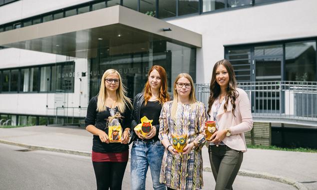 v.l.: Die Organisatorinnen der Aktion, die HAK-Schülerinnen Lorena Thurner, Lisa Huber, Marlena Greimel und Kathrin Winkler. Fotos: Marco Leiter