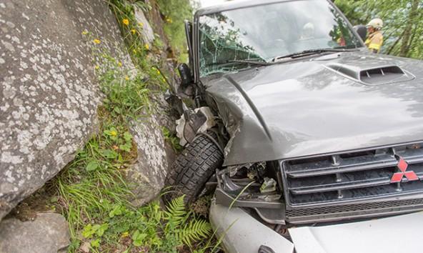 Am Schaden des Autos sieht man, welch großes Glück die Beifahrerin hatte.