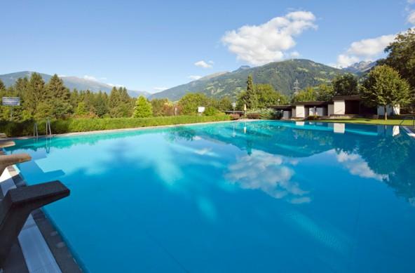 Das Schwimmbad in Dölsach ist eine Alternative für sonnenhungrige Wasserratten. Foto: Wolfgang C. Retter