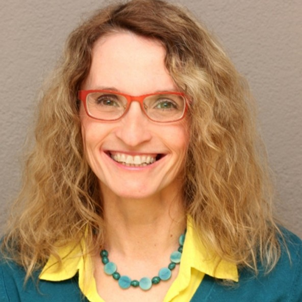 Die Märchenerzählerin Sylvia Farnik kommt am 25. Juni zu einer interaktiven Lesung in die Bücherei.