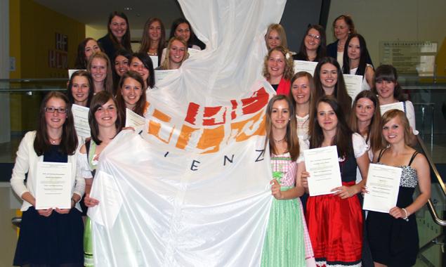 Nicht nur alle Schülerinnen schafften die Matura auf Anhieb, sondern es gab auch einige Auszeichnungen.