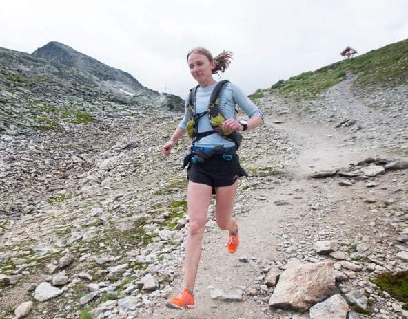 Die Engländerin Elisabeth Barker läuft dem 2. Platz im 50-Kilometer-Glocknertrail entgegen. Foto: Expa/Groder