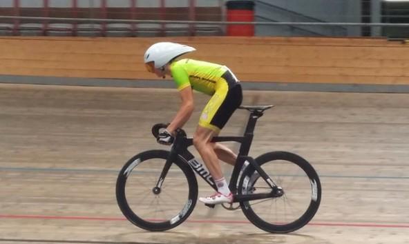 Felix entdeckte das Radfahren durch sein Triathlontraining. Fotos: privat/Gall