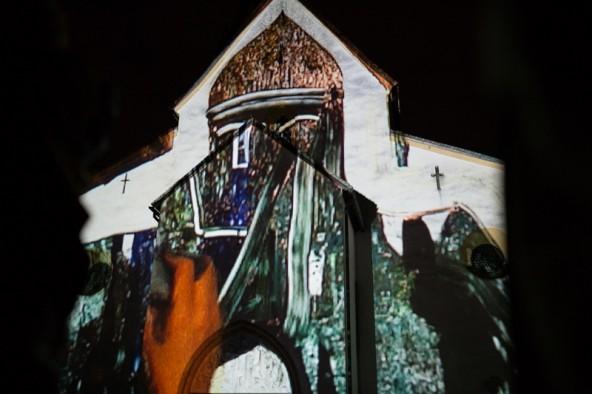 Mit den Motiven wurden die Hände der Künstlerin sichtbar, zuweilen auch ein paar Locken. Fotos: Marco Leiter