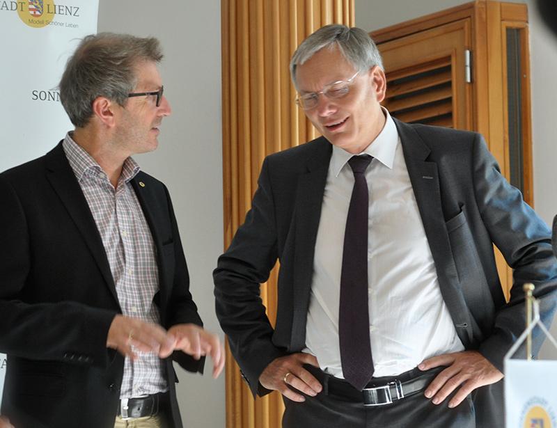 Seit dreieinhalb Jahren laufen Vorgespräche und Planungen, die jetzt zum konkreten Projekt führen. Im Bild Stadtmarketingchef Oskar Januschke mit Minister Alois Stöger.
