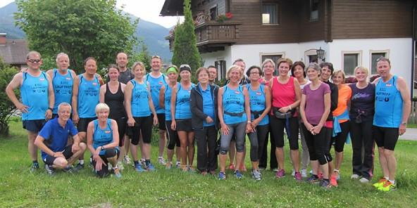 Läufer und Läuferinnen aus Osttirol und Kärntne beim grenzüberschreitenden Lauftreff.
