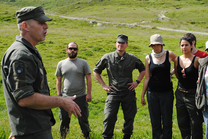 Oberstleutnant Bernd Rott gab Feedback und erklärte, wie Situationen anders gemeistert werden könnten.