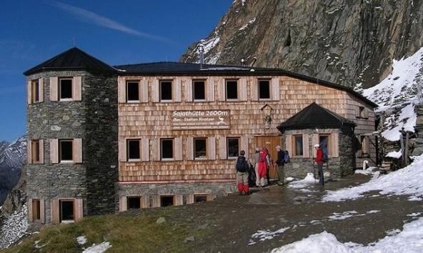 Die Sajathütte auf 2.600 Metern Seehöhe in der Venedigergruppe. Foto: www.sajathuette.at