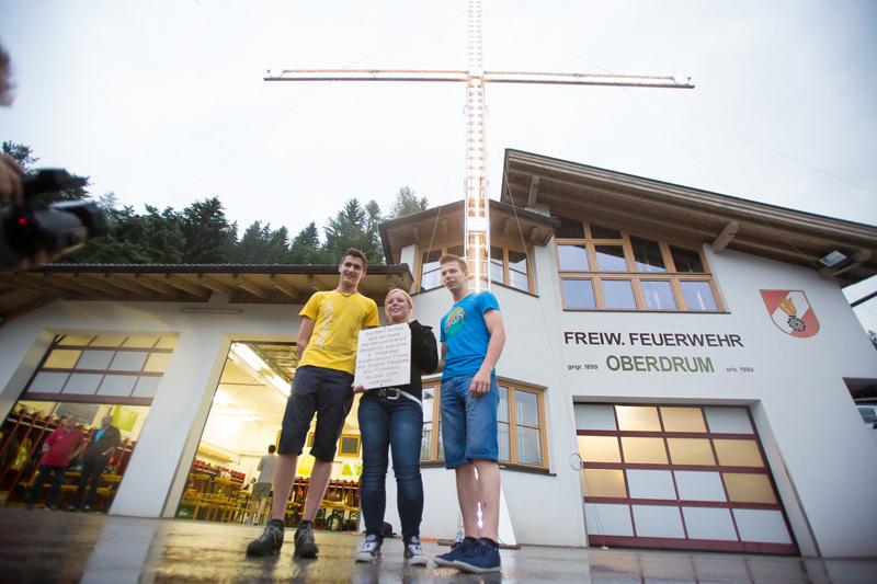 Eine Schülergruppe der Berufsschule Lienz hat das Kruez hergestellt.