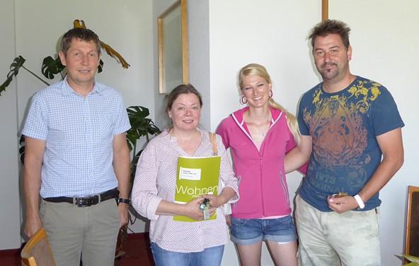 Schlüsselübergabe in Kartitsch. Im Bild von links: Wolfgang Wilhelmer (OSG Geschäftsführung), Monika Klammer, Katrin Bachlechner und Robert Bodner. Foto: OSG