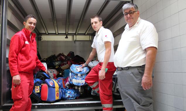 Taschen in allen Farben und aus verschiedensten Materialien sollen Schülern in Rumänien aber auch in Tirol zur Verfügung gestellt werden.