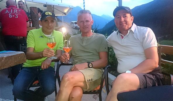 Verdiente Pause für das Betreuerteam der Osttiroler. Von links: Charly Schupfer, Tony Mair und Pepi Aichner. Foto: Wilhelmer