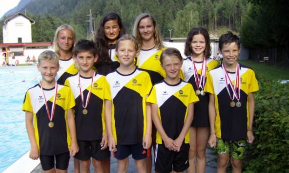 Die Nachwuchstalente der Schwimmunion Osttirol haben nach der erfolgreichen Meisterschaft allen Grund zu strahlen. Foto: Schwimmunion
