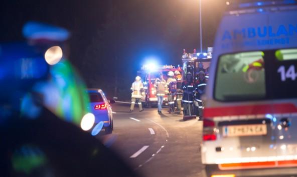 Polizei, Feuerwehr und Rettung waren am Unfallort im Einsatz. Fotos: Brunner Images