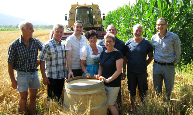 Die Osttiroler Whiskyproduzenten freuen sich über die erste vielversprechende Ernte. Für ein gutes Glas Whisky muss man aber noch drei Jahre Geduld aufbringen.