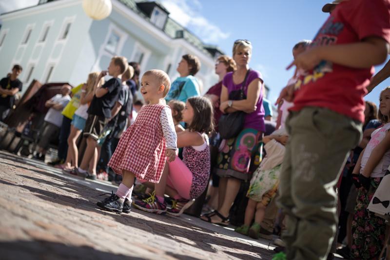 Die Kinder fanden als erste Freude an den Balkanrhythmen.