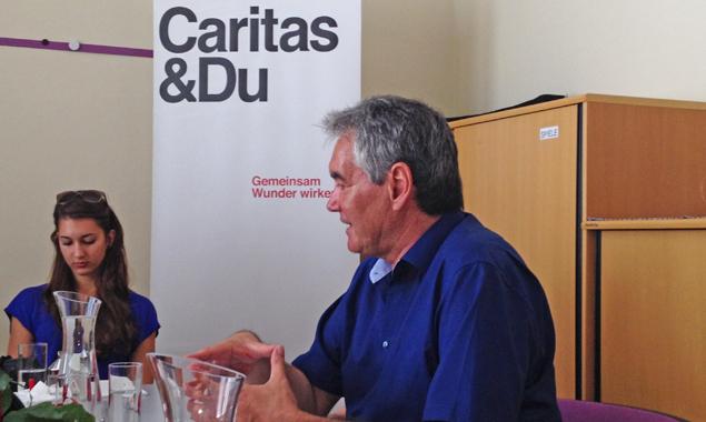 Caritas Tirol-Direktor Georg Schärmer beim Pressegespräch in Lienz. Foto: Dolomitenstadt