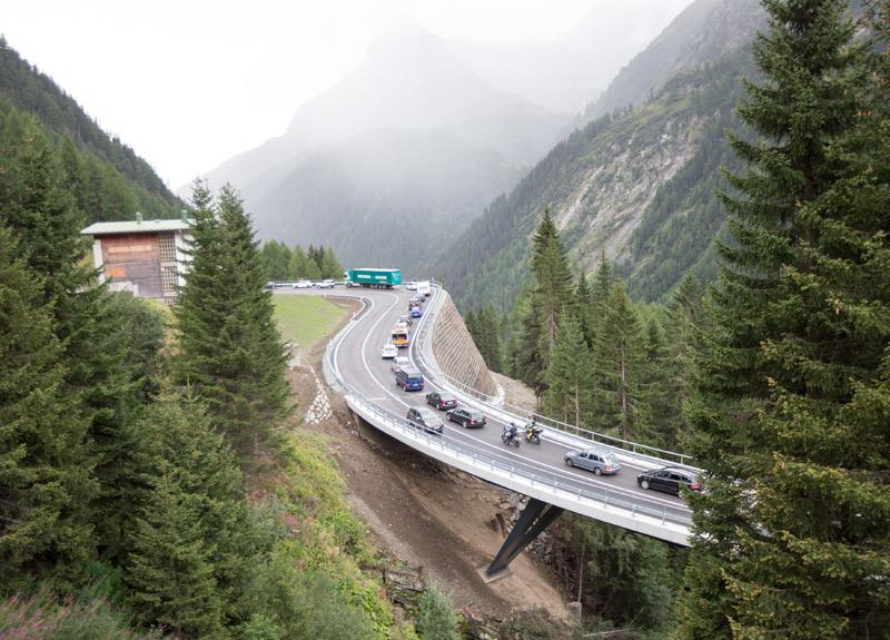 Die erste Fahrt auf dem neu eröffneten Streckenabschnitt der Felbertauernstraße. Fotos: EXPA/Hans Groder
