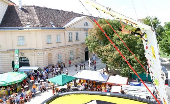 Man kann sich das Museumsquartier aus unterschiedlichen Perspektiven anschauen. Diese hier ist ungewöhnlich.