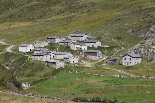 """Der schwere Unfall ereignete sich auf dem Forstweg oberhalb der bekannten """"Jagdhausalmen"""" im Osttiroler Defereggental."""