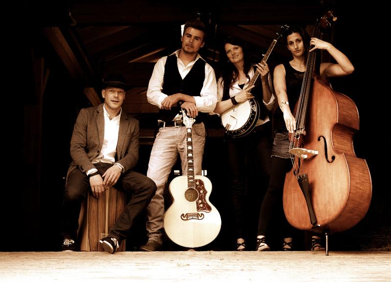 Die Band Lacustic aus Villgraten sorgt für den akustischen Genuss beim Fest. Foto: Eduard Senfter/edifilm75