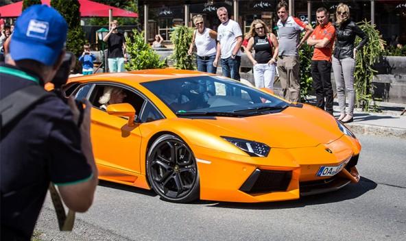 Ein italienisches Geschoss mit dem klingenden Namen Lamborghini Aventador kann nur unglaublich schnell und noch unglaublicher teuer sein.