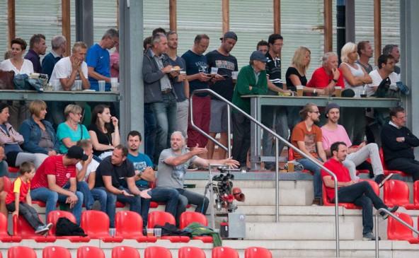 Fast 500 Fans sahen das Spiel im Tauernstadion.