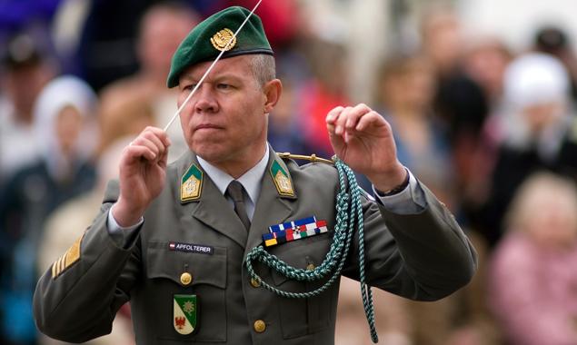 Oberst Hannes Abfolterer dirigiert die Militärmusik Tirol schon seit dem Jahr 2001.