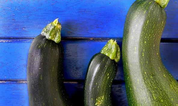 Durch Kreuzungen mit Zierkürbissen können Zucchini übermäßig viele Bitterstoffe anreichern. Foto: mages/photocase.com