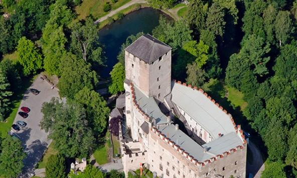 """Schloss Bruck soll durch Visuals """"brennen"""" und musikalisch wie literarisch zum Leben erweckt werden. Foto: Wolfgang Retter"""