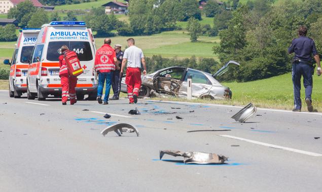 Die verunfallten Personen wurden vom Roten Kreuz ins Bezirkskrankenhaus Lienz eingeliefert. Fotos: Brunner Images