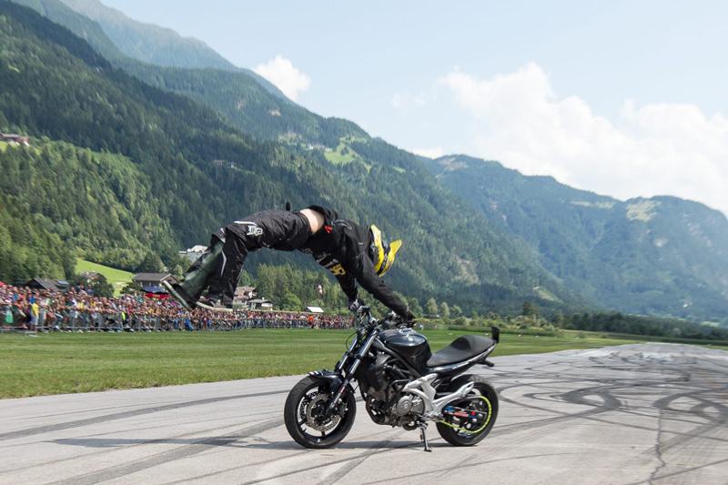 Dominik Csauth bei seiner Stuntshow. Fotos: EXPA/Hans Groder