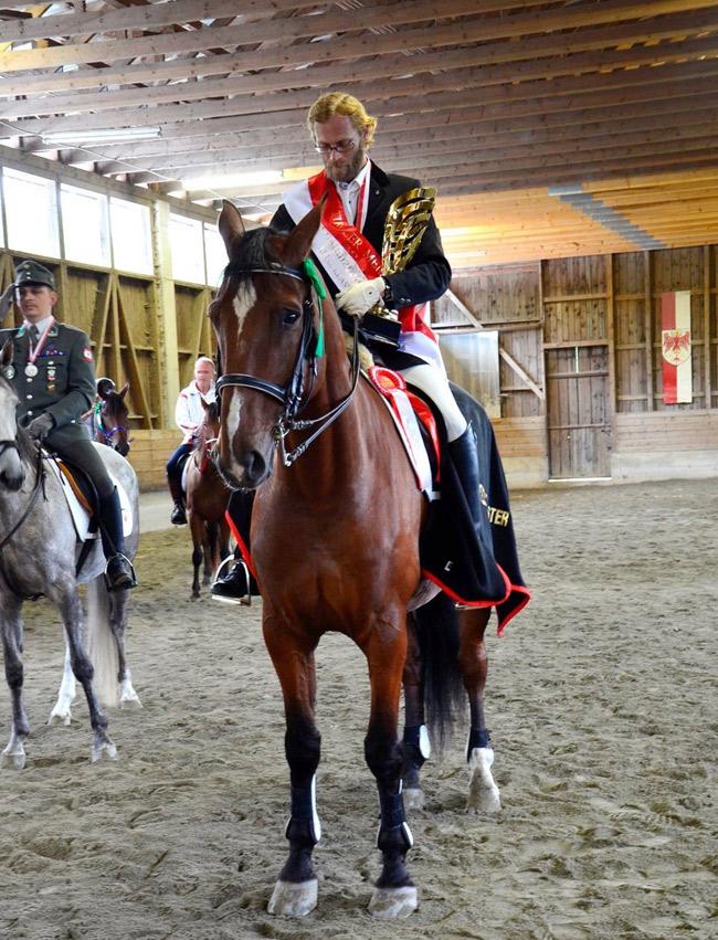 Tiroler Landesmeister Hans-Peter Mattersberger auf seinem Pferd Aragorn.
