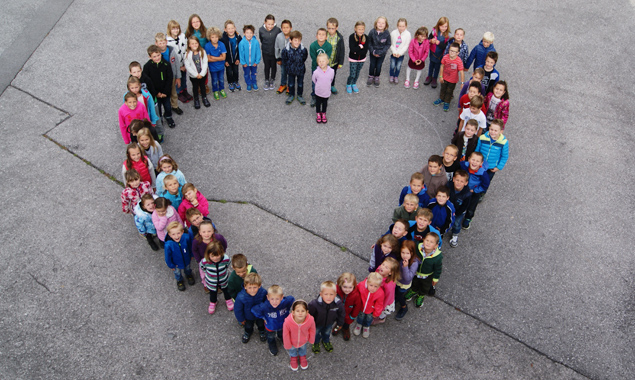 Volksschule und Kindergarten Nikolsdorf als Herzensangelegenheit. Die Kinder, die aktuell den Kindergarten oder die Volksschule in Nikolsdorf besuchen.