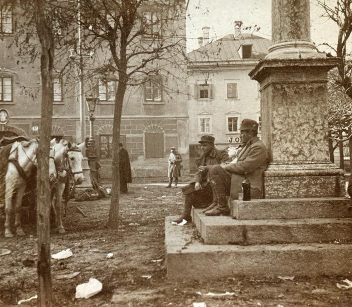 """Viele führte der Rückzug im November 1918 entlang der Pustertalbahnstrecke. Manche Soldaten """"strandeten"""" am Lienzer Johannesplatz. (Foto: Wilhelm Dronowicz; Sammlung Martin Dobernik/TAP)"""