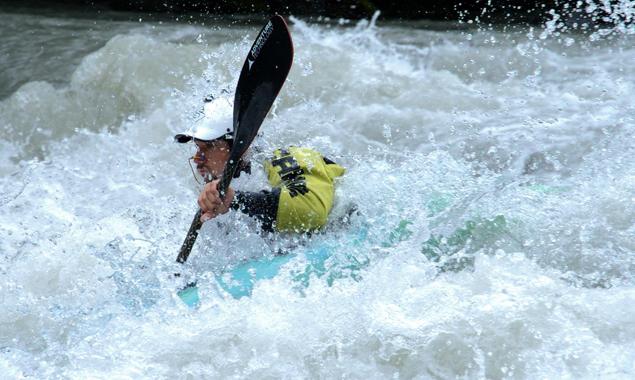 Die Trainingsbedingungen waren bei einem Wasserstand von 4,80m nicht ideal, doch Marcel Hirscher ließ sich davon nicht beeindrucken. Foto: RedBull