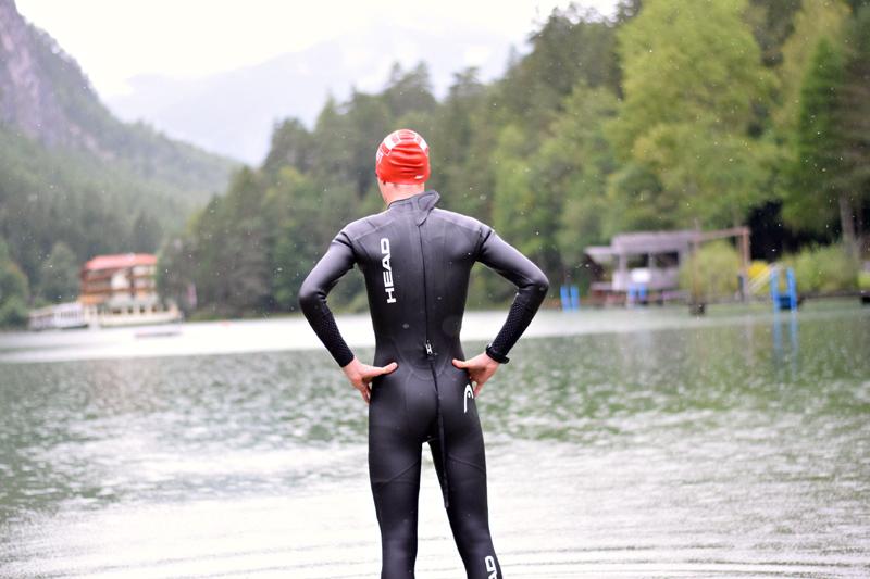 Manchmal, sagt Michael Singer, kosten ihn längere Schwimmstrecken eine gewisse Überwindung.