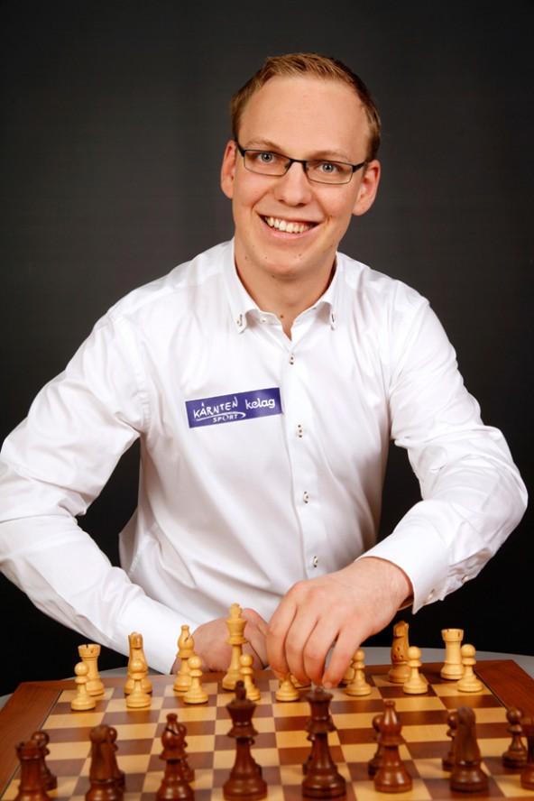 Großmeister Markus Ragger spielt am 3. Oktober gegen 30 Gegner in Lienz.