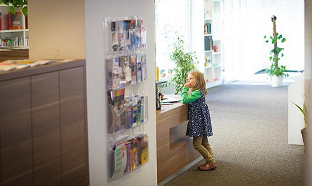 Während der Hörspielwerkstatt werden die Kinder nicht nach Büchern suchen, sondern selbst kreativ werden. Foto: Brunner Images