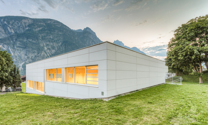 Der neue Schulbau. Foto: Alex Mattersberger