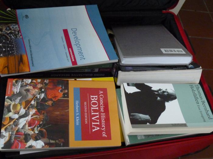 Wissenschaftliche Bücher sind nicht einfach zu erhalten, und das Lieblingsbuch muss sowieso in den Koffer.