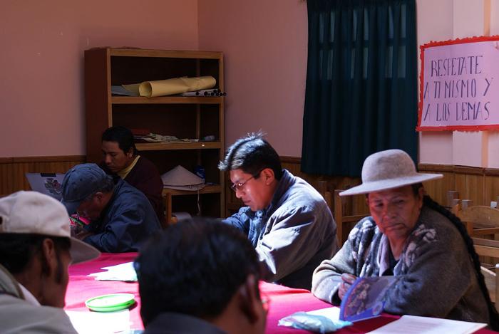 """Bücher gelten in Bolivien als Luxusgute und die Lesenden als Teil eienr """"gehobeneren"""" Schicht. Fotos: Sarah Kollnig"""
