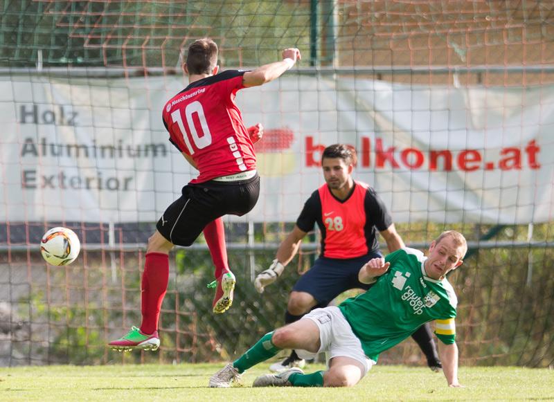 1:0 durch Peter Stojanovic (FCWR Nussdorf Debant), Herbert Brugger (SV Seeboden), Kapitän Markus Jürgen Wandaller (SV Seeboden). Foto: EXPA/Groder