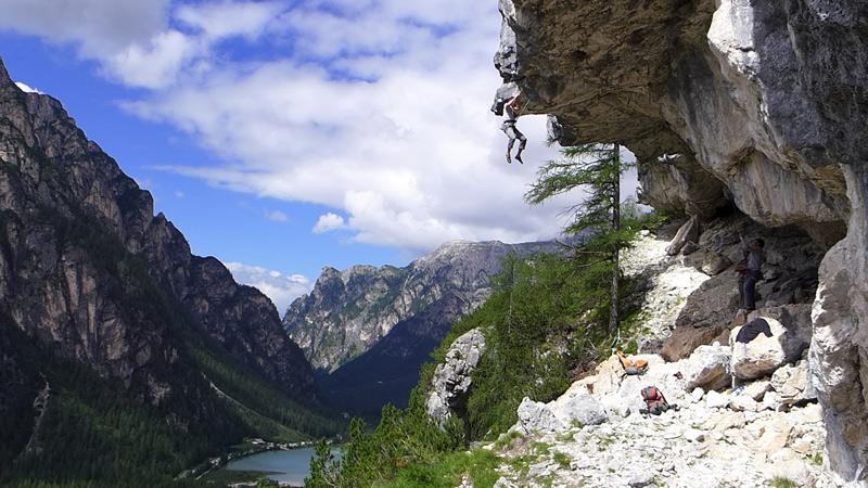 Dolorock braucht keien künstliche Wand, es findet alles in den Dolomiten statt.