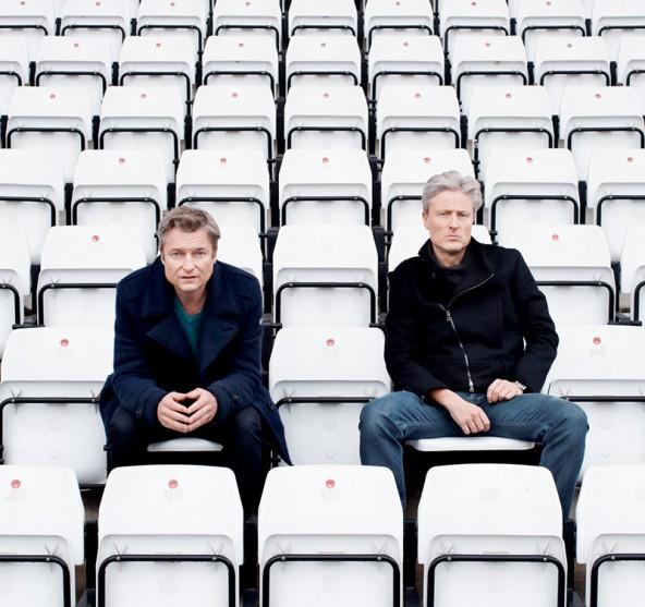 Alfred Dorfer und Florian Scheuba bei der Analyse. Nicht nur für Fußballfans ein Pflichttermin! Foto: Peter Rigaud