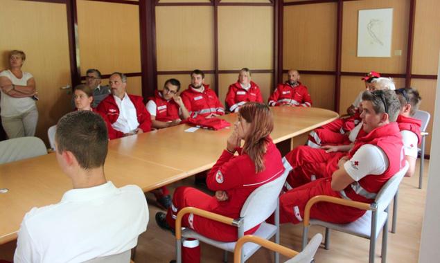 Innerhalb von Stunden war nicht nur der Entschluss gefasst, wer mitfährt, sondern fand auch ein kurzes Vorbereitungstraining statt. Foto: Rotes Kreuz
